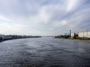 В Петербурге, мужчина, рискуя собственной жизнью пытался спасти пьяную девушку, упавшую в Неву