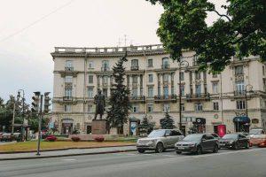 Опасное для жизни развлечение устроили семеро школьников на проезжей части в Невском районе Петербурга