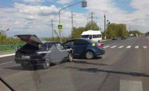 В Саранске столкнулись два такси, пострадала женщина-пассажир