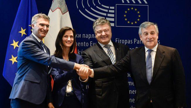 Порошенко: «Безвизовый режим – это прощание Украины с советско-российской империей» — ВИДЕО