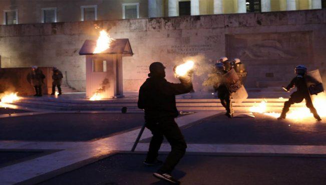 Грецию охватила волна протестов — ВИДЕО
