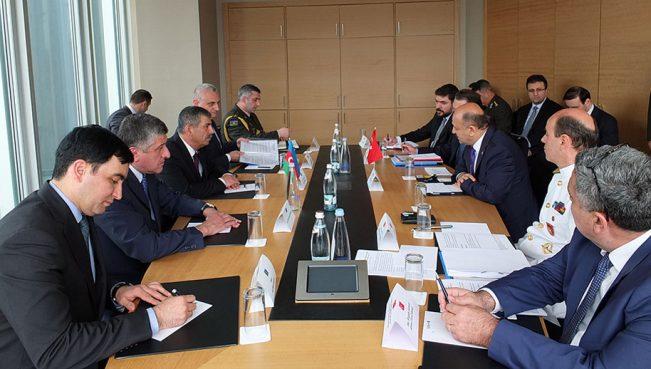 Состоялась встреча министров обороны Азербайджана и Турции