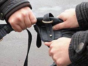 В Севастополе мужчина сорвал сережки с 87-летней пенсионерки