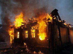 Короткое замыкание оставило семью из Твери без дома