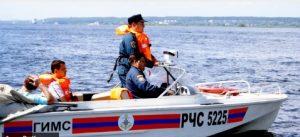 Моторная лодка с людьми перевернулась в Казани