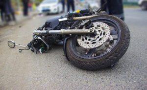 В Казани водитель такси совершил наезд на мотоциклиста
