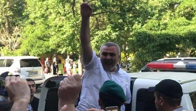 Еврокомиссар: «Власти Азербайджана должны немедленно освободить Мухтарлы»