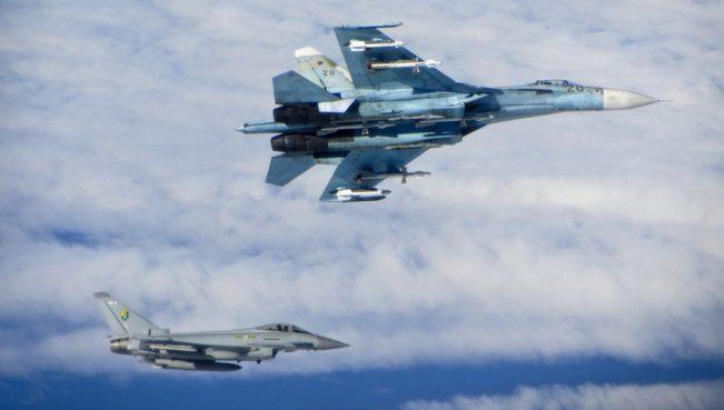 Российский Су-27 перехватил бомбардировщик ВВС США над Балтикой