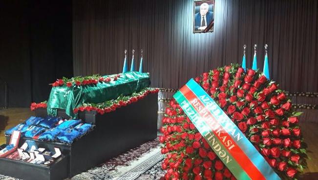 Натиг Алиев похоронен на второй Аллее почетного захоронения в Баку