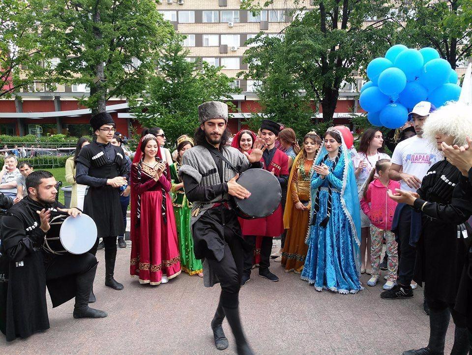 Парад дружбы народов России прошел сегодня на площадке Фестиваля «Многонациональная Россия! — ФОТОСЕССИЯ