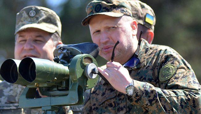 Турчинов: Россияготова в любой момент начать бои против Украины