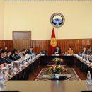 Кыргызского чиновника вышвырнули с заседания кабмина — ВИДЕО