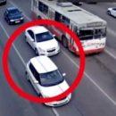 В Рязани две машины не поделили дорогу