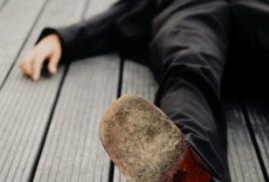 Житель Смоленска избил соседа, а через пять дней вызвал ему Скорую помощь