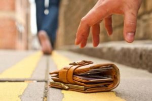 Житель Смоленска нашел кошелек и теперь может сесть в тюрьму