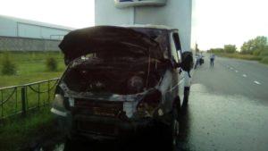 Фото: В Казани у «ГАЗели» во время движения загорелся двигатель
