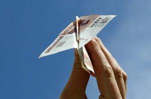 В Тюмени товарищ обманул свою подругу на 10 тысяч рублей