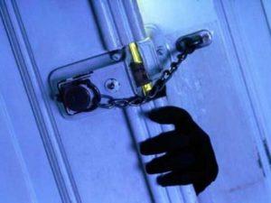 В Смоленске несовершеннолетнего взрослый вор вовлек в кражу имущества