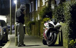 Житель Кургана угнал мотоцикл у пациента больницы