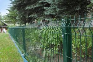В Лениногорске спасатели вытащили из ограды застрявшую ногу девочки
