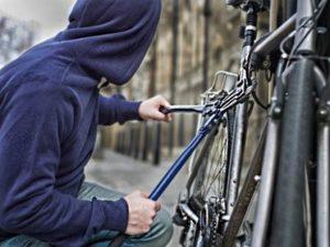 Тюменка догнала и сдала обидчика, который украл ее велосепед