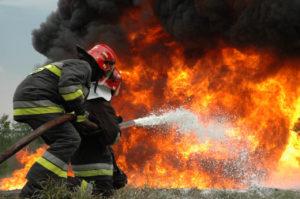 Аварийный дом подожгли в Ваче: 68-летняя пенсионерка погибла