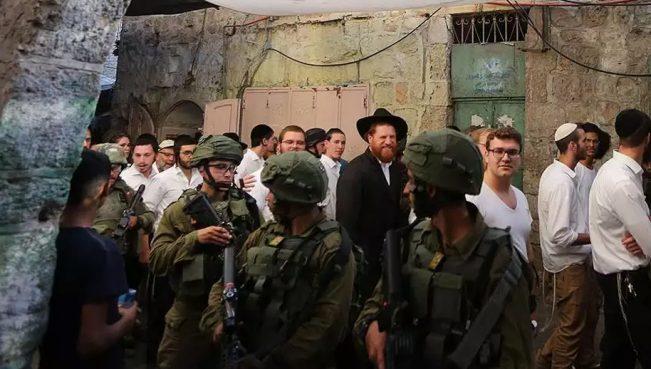 На Храмовой горе толпа евреев напала на одного мусульманина