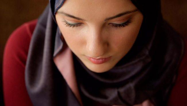 В Таджикистане женщин будут штрафовать за ношение хиджаба