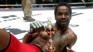 Самый безбашенный боец в MMA — ВИДЕО
