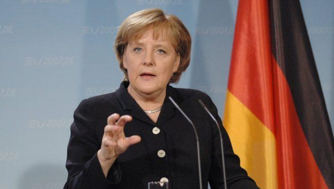 Меркель предупреждает об опасности воинственной риторики вокруг КНДР