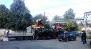 Автокран перевернулся на улице Салганская в Нижнем Новгороде
