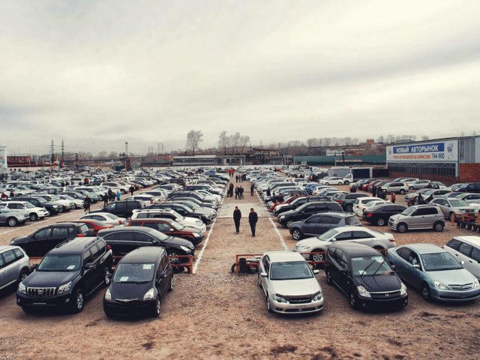 Мошенники в Твери продавали машины клиентов, а деньги забирали себе