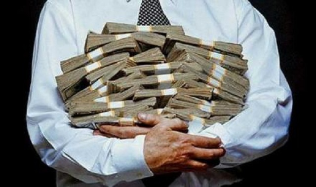 Под Тверью сотрудница банка украла более 130 000 рублей у своего клиента