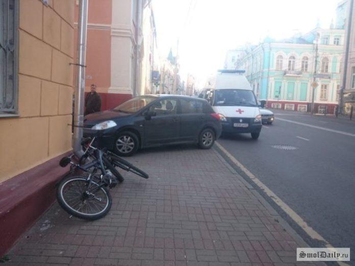 В Смоленске на тротуаре иномарка сбила ребенка