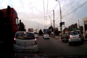 В Рязани засняли на видео столкновение Renault и фуры