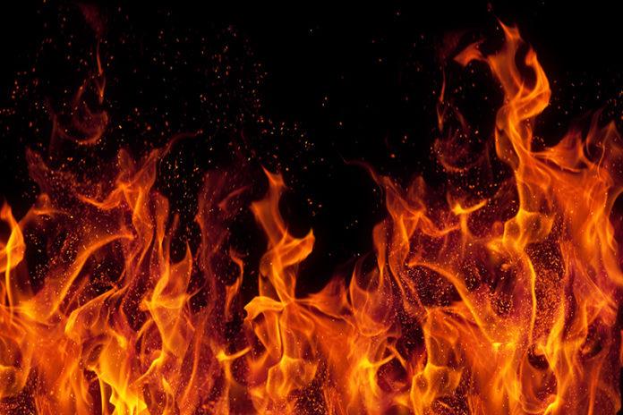 Из-за пожара жительница Смоленской области лишилась всего