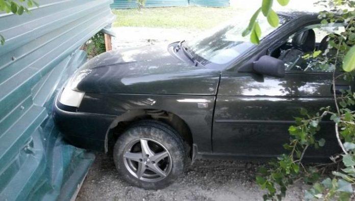 Под Брянском пьяный водитель врезался в забор