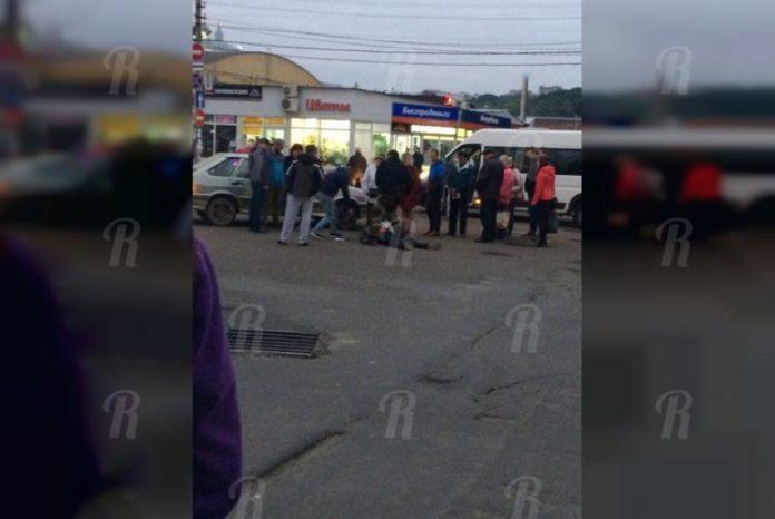 В Смоленске на Колхозной площади машина сбила человека