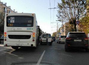 В Рязани на улице Циолковского столкнулись автобус и минивэн