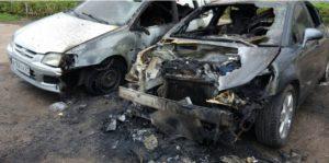 В Чебоксарах ночью во дворе дома сгорел автомобиль