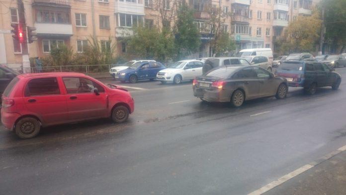 В Твери на Волоколамском проспекте случилось тройное ДТП