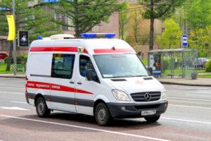В Иваново во дворе автомобиль сбил женщину