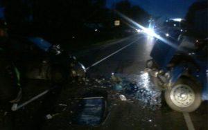 Под Брянском произошло лобовое столкновение авто