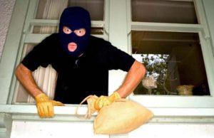 В Липецке грабители полностью обчистили квартиру пенсионерки