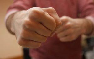 Жителю Мордовии сломали челюсть за отказ дать закурить