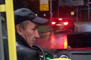 Соцсети: В Рязани в маршрутке женщине зажало руки дверью