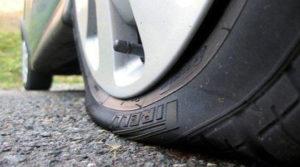 Житель Иваново украл из машины барсетку, пока владелец менял колеса