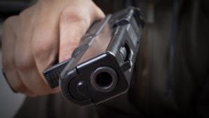Под Смоленском отец, защищая дочь, устроил стрельбу в клубе