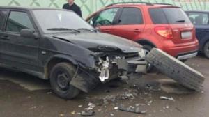 В Казани у «КамАЗа» на ходу отвалилось колесо и помяло «Ладу»