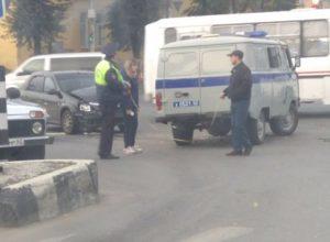 В центре Рязани Renault Logan врезался в машину ДПС